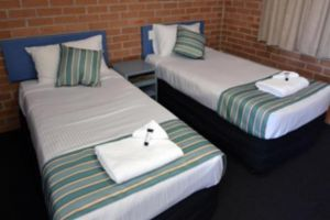 The Oaks Hotel Motel  - Sunshine Coast Tourism
