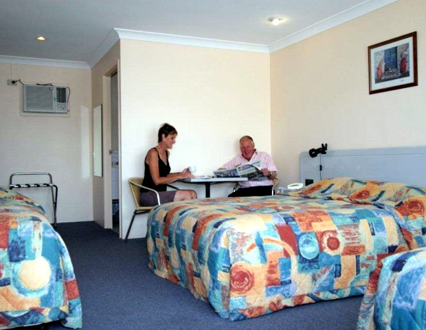 Alexander Motel  Peppercorn Restaurant - Sunshine Coast Tourism
