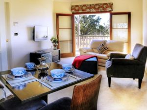 Alpine Lodges - Sunshine Coast Tourism