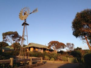 Daysy Hill Country Cottages - Sunshine Coast Tourism