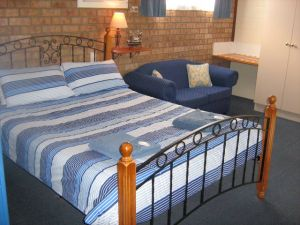 Cunningham Shore Motel - Sunshine Coast Tourism