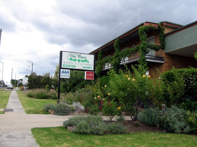The Vines Motel  Cottages - Sunshine Coast Tourism