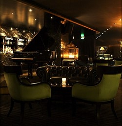 Trademark Hotel Lounge Bar and Piano Room - Sunshine Coast Tourism
