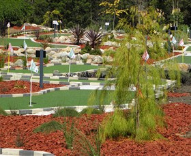 Hole Mini Golf - Club Husky - Sunshine Coast Tourism