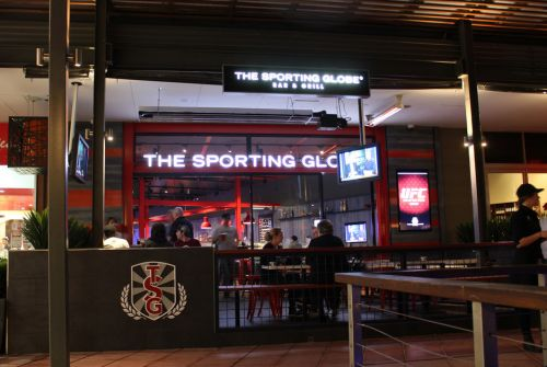 The Sporting Globe Bar amp Grill - Sunshine Coast Tourism