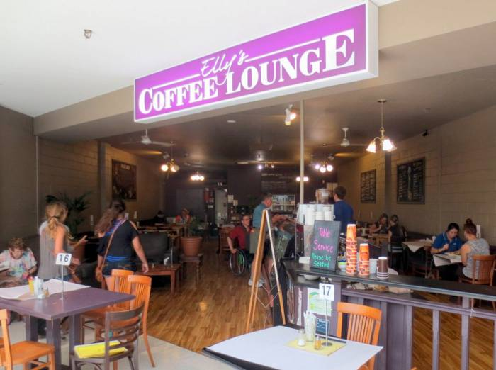Live music at Roths Wine Bar - Sunshine Coast Tourism