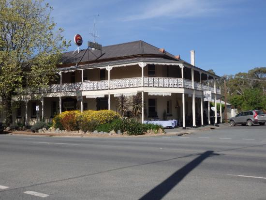 Seven Creeks Hotel - Sunshine Coast Tourism