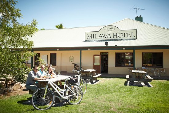 Milawa Commercial Hotel Restaurant - Sunshine Coast Tourism