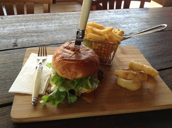 Doc Yarrum Cafe - Sunshine Coast Tourism