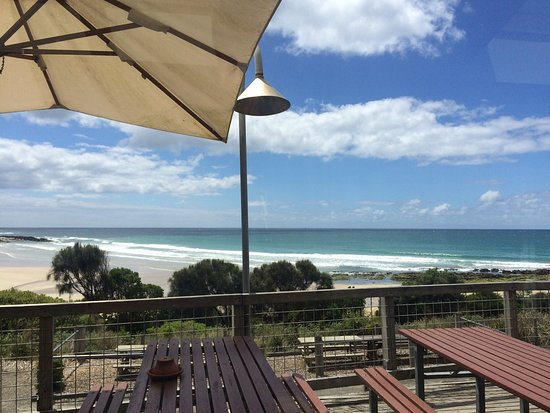 The Wye Beach Hotel Bistro - Sunshine Coast Tourism