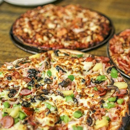 The cave wood fired pizza bar - Sunshine Coast Tourism