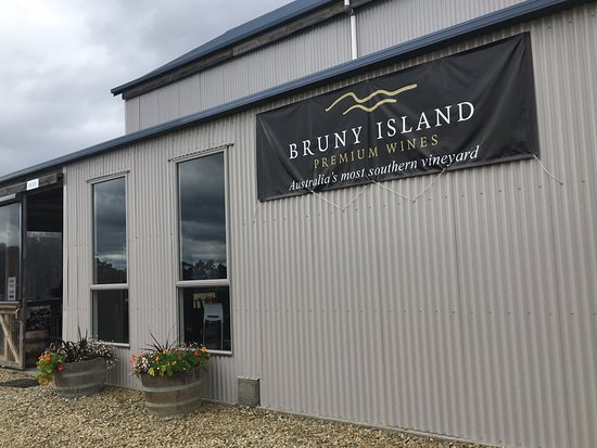 Bruny Island Wines Grill - Sunshine Coast Tourism