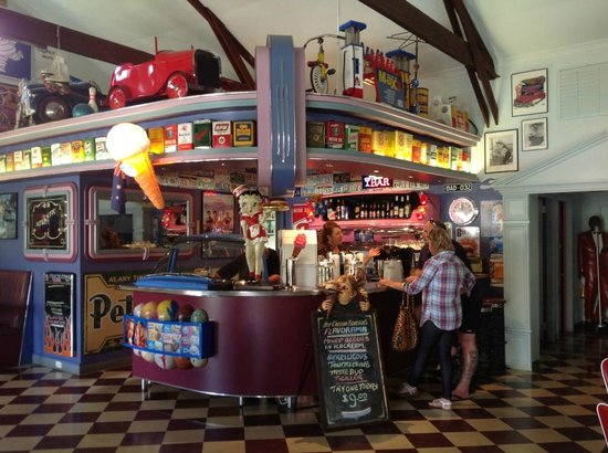 Cruzin' in the 's Diner - Sunshine Coast Tourism