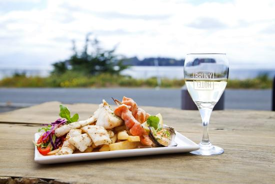 Hotel Bruny Bistro - Sunshine Coast Tourism