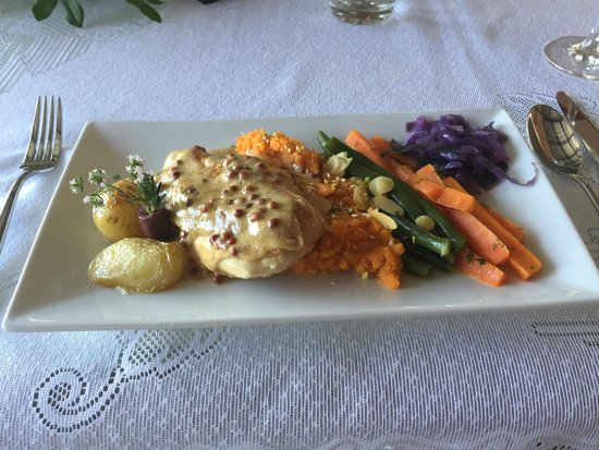 Louise's Tables Restaurant - Sunshine Coast Tourism