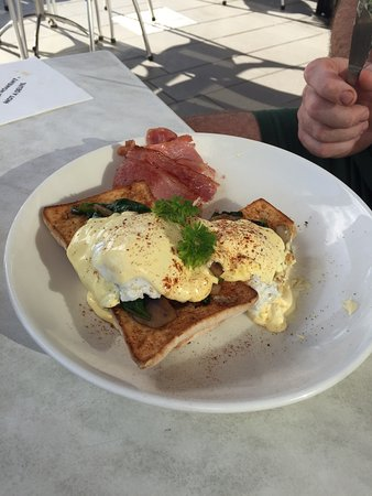 The Coffee Club Yeppoon Esplanade - Sunshine Coast Tourism