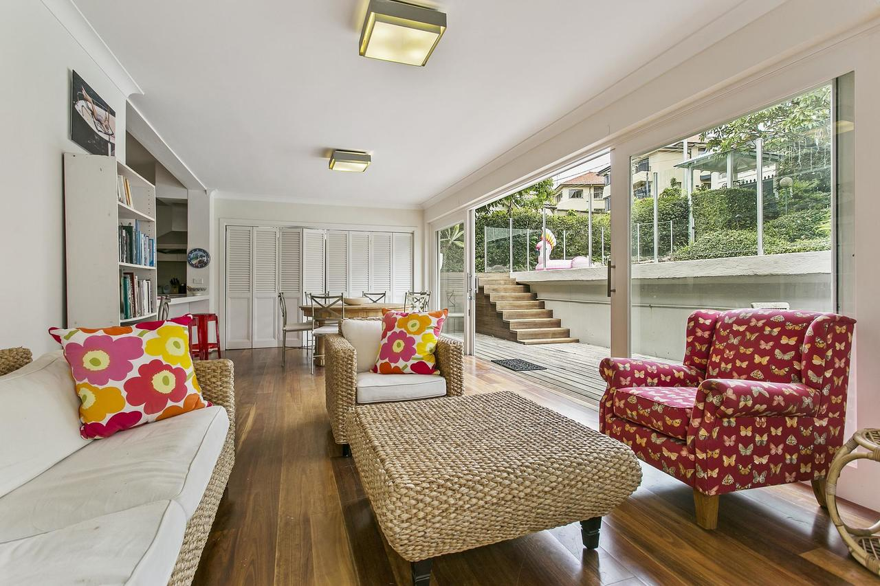 Summery spacious 4 bed home in Kurraba Point - Sunshine Coast Tourism