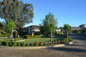 Burringa Garden Motel - Sunshine Coast Tourism