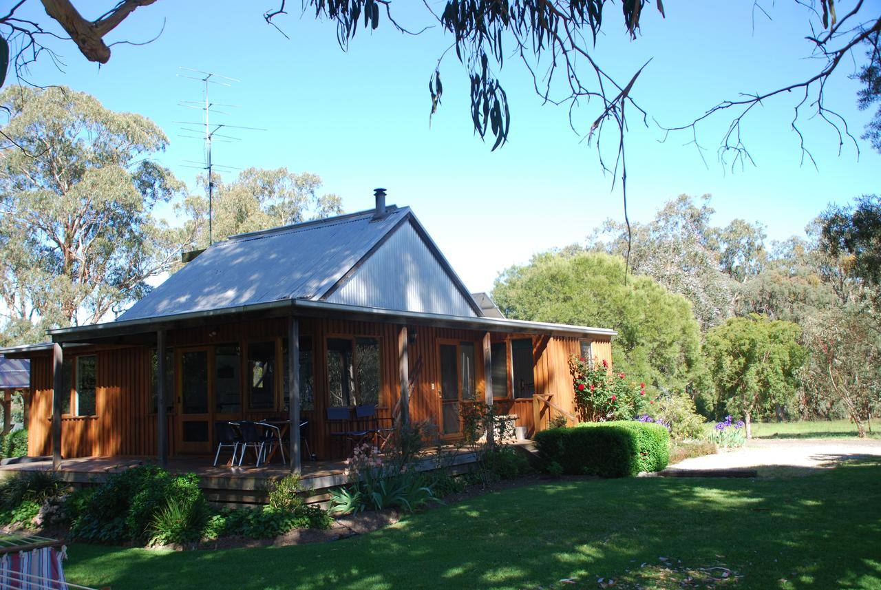 Bluegum Ridge Cottages - Sunshine Coast Tourism