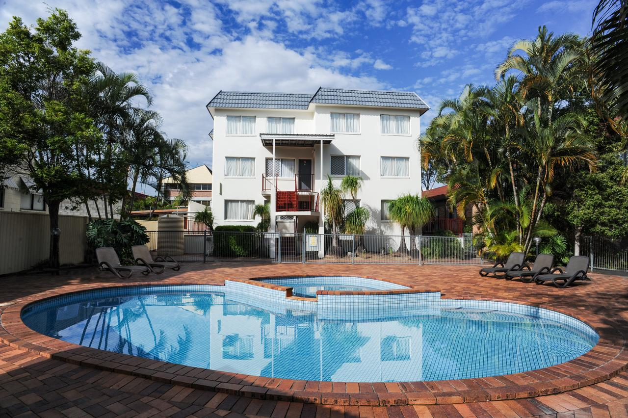Earls Court Motel  Apartments - Sunshine Coast Tourism