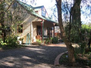 Ballarat cottages incorporating yarrowee cottage and Admirals cottage - Sunshine Coast Tourism